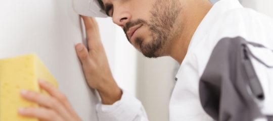 Nettoyage et dégraissage des surfaces avant de peindre